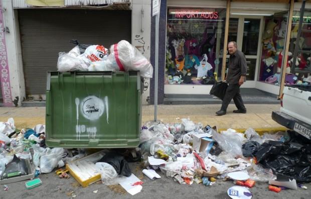 http://www.wuvntv.com/2013/07/29/recolectores-de-basura-de-chile-inician-una-huelga-indefinida/