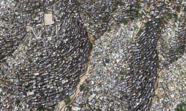 Slum-dwelling residents of Port-au-Prince, Haiti, face bleak living conditions in the western hemisphere's poorest country | Uno de los países más pobres: Haití.