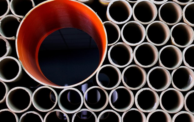 007_carton_pipe_wall